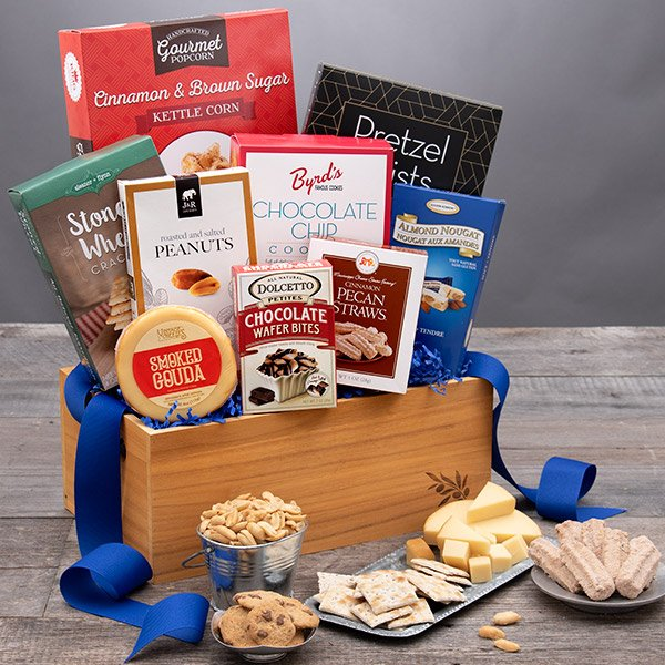Classic Snack Attack: Gourmet Snack Gift Basket