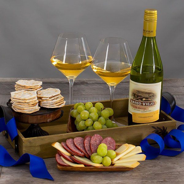 Countryside Delights: White Wine Gift Basket